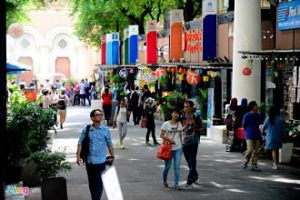 Đường sách Nguyễn Văn Bình (quận 1) là điểm đến yêu thích của nhiều người dân Sài Gòn. Ảnh: Tùng Tin.