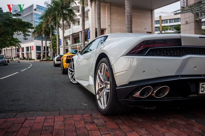 Chiếc Huracan màu trắng được chính hãng Lamborghini Hanoi nhập về.