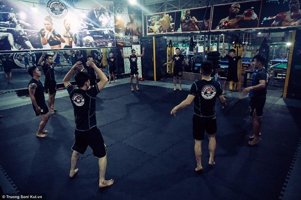 Cứ vào thời điểm xế chiều hằng ngày các bạn trẻ lại tìm đến CLB MMA SAIGON nằm trên số 197, đường Dương Đình Hội (quận 9) của HLV Ngô Xuân Hải để tập luyện, sau khi kết thúc một ngày làm việc mệt nhọc.