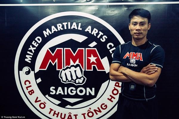 """""""MMA là bộ môn thể thao mới vào Việt Nam, vì thế nó rất mới và rất lạ đối với giới trẻ. Chính vì lý do đó mà MMA đã thu hút khá nhiều sự quan tâm của các bạn ở TP.HCM"""", HLV Ngô Xuân Hải chia sẻ"""