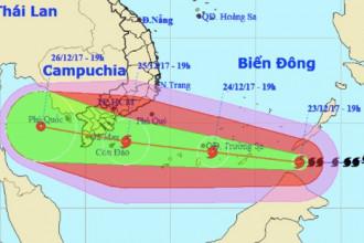 Sau khi vào biển Đông, bão số 16 di chuyển nhanh hơn và vẫn đang mạnh lên. Ảnh: NCHMF