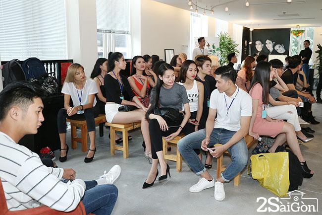 elle-viet-nam-dan-nguoi-mau-luong-tinh-noi-bat-trong-ngay-casting-dau-tien-cho-elle-fashion-show1