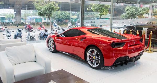 Ferrari 488 GTB là siêu xe thể thao kế nhiệm mẫu 458, ra mắt năm 2015.