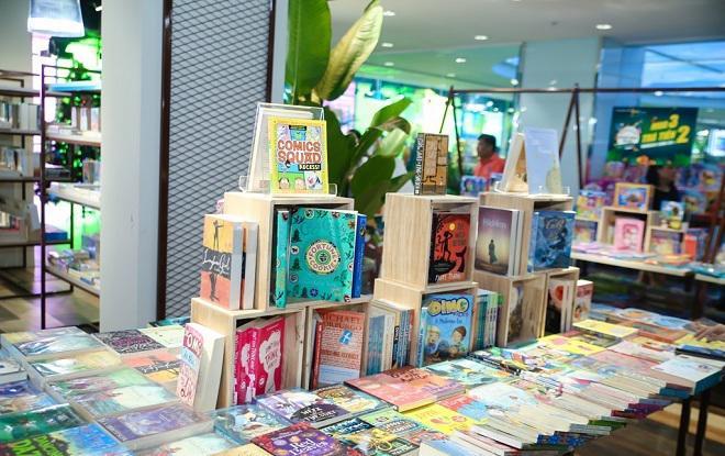 Nơi đây tập trung rất nhiều đầu sách từ Việt Nam đến nước ngoài