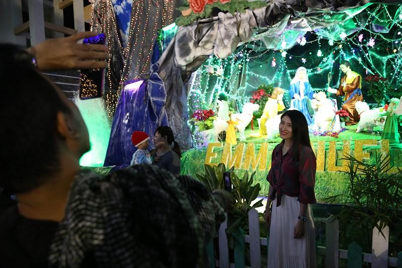 Mô hình hang đá không thể thiếu mỗi dịp Giáng sinh tại nhà thờ Tân Phú.