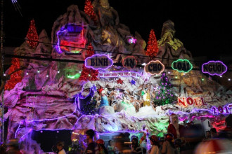 Xóm đạo ở Sài Gòn rất nhiều và len lỏi trong các khu dân cư rải rác khắp thành phố. Trong đó xóm đạo quận 8 dọc đường Phạm Thế Hiển nổi bật với sự hoành tráng, lung linh, thu hút đông lượng người tham quan nhất vào mùa Noel.