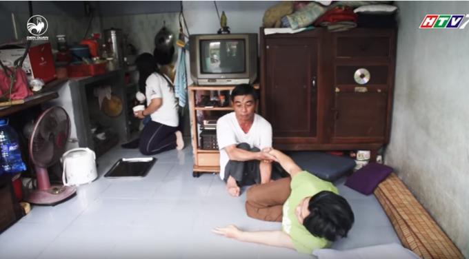Căn phòng nơi cả gia đình nằm nghe mưa nắng giữa Sài Gòn hoa lệ