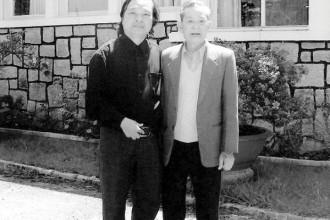 Ông Nguyễn Đức Hòa (phải) - Ảnh tư liệu
