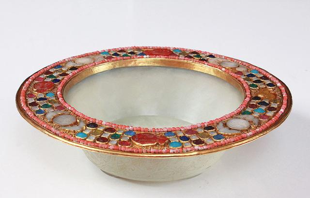 Chậu ngọc bịt vàng cẩn đá qúy của vua Bảo Đại được ông Nguyễn Đức Hoà lưu giữ - Ảnh: Bảo tàng Lâm Đồng cung cấp