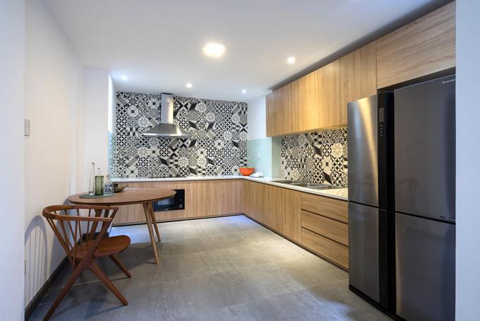 Phòng bếp gọn gàng lấy gạch bông làm điểm nhấn hoàn hảo. Nguồn ảnh: Archdaily.
