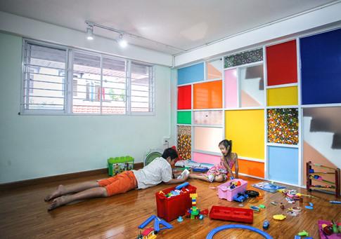 Nhà có hai con nhỏ nên gia chủ cũng cố gắng bố trí phòng riêng, nơi để các món đồ chơi của con. Mong muốn của gia chủ là để các con tự do phát triển cả về thể chất, sự sáng tạo, có tuổi thơ đủ đầy êm ấm