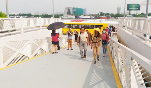 Ngày 6.12, người dân bắt đầu trả phí khi đi lại tuyến tàu buýt đường thủy số 1 sau 10 ngày miễn phí