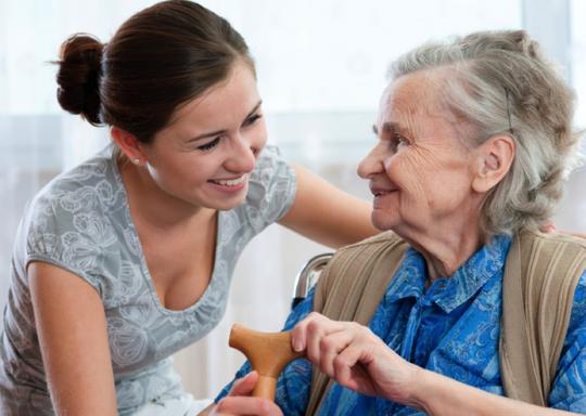 Nếu đủ yêu thương, tôn kính thì dù cha mẹ ở nhà dưỡng lão cũng vẫn được gặp con nhiều hơn