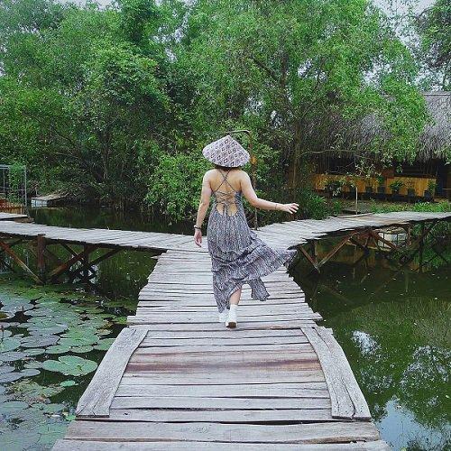 Những cây cầu nổi bằng gỗ độc đáo (Ảnh: Instagram Ms.gogogo)