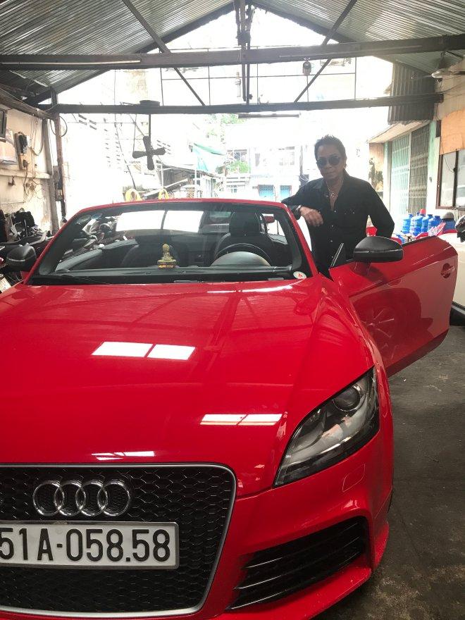 Một chiếc xe khác rất được ông yêu thích là Audi TT 2 chỗ mui trần màu đỏ