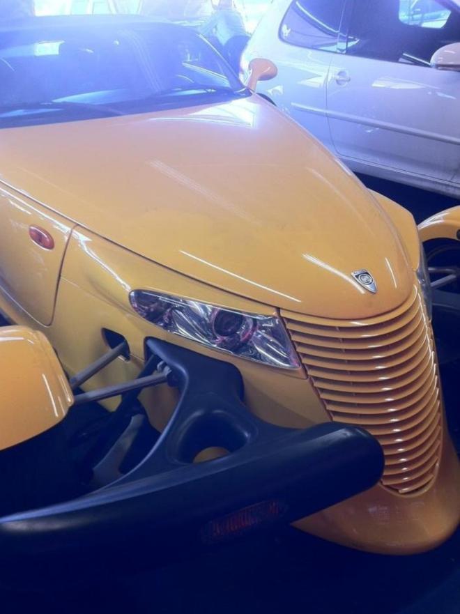 Ngoài ra, ông còn khá yêu thích những chiếc xe Plymouth Prowlercó màu vàng với kiểu dáng độc lạ.