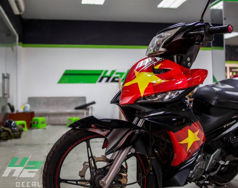 Yamaha Exciter dán tem trùm cờ đỏ sao vàng