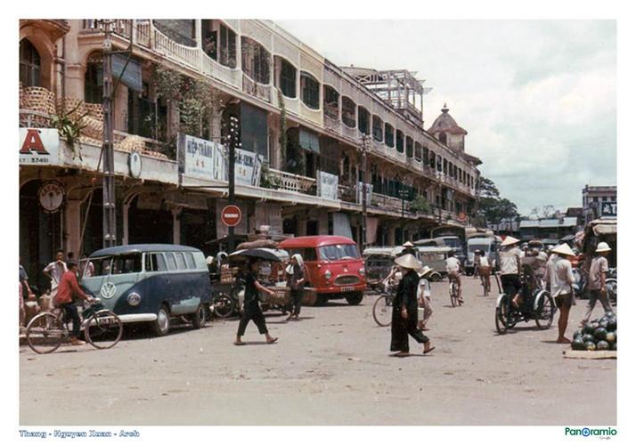Dãy nhà bên hông chợ Bình Tây, thập niên 1960 - 1970. Ảnh tư liệu.