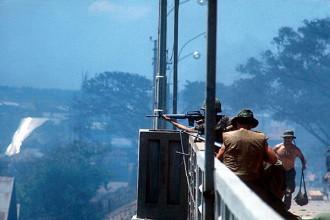 Lính Mỹ tác chiến trên cầu Chữ Y trong chiến sự ở Sài Gòn năm 1968. Ảnh: Angelo Cozzi/Getty.