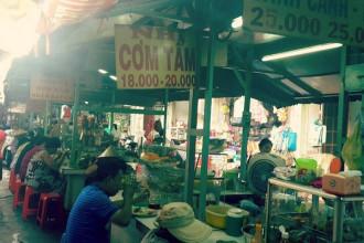 Một tiệm cơm tấm trong chợ Thị Nghè, TP.HCM - Ảnh: GIA TIẾN