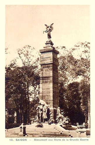 Do công trình có tượng ba binh sĩ Pháp bằng đồng nên người dân địa phương thường gọi khu vực này là Công trường Ba Hình. Ảnh tư liệu.