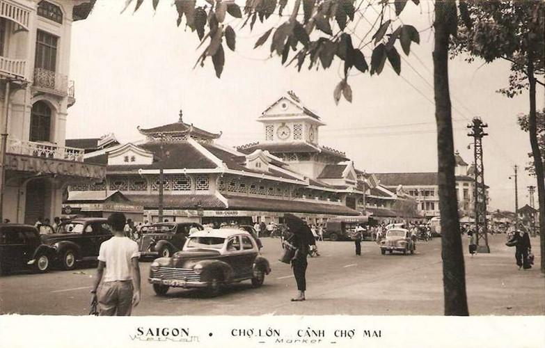 Chợ Bình Tây trong tấm bưu thiếp thập niên 1960. Nhà thuốc Chợ Lớn Mới ở bên trái. Ảnh tư liệu.
