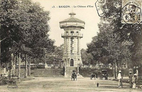 Hồ Con Rùa vào năm 1790 là vị trí cổng thành Khảm Khuyết của thành Bát Quái. Sau cuộc binh biến Lê Văn Khôi, vua Minh Mạng cho phá huỷ thành này. Vào năm 1878, tháp nước được xây tại vị trí cổng thành cũ để để cung cấp nước uống cho cư dân trong vùng. Ảnh tư liệu.