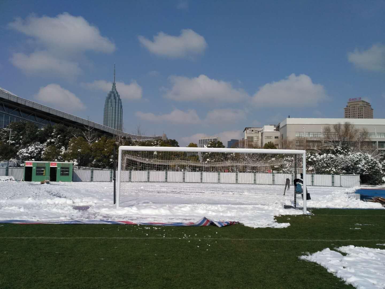 Tại sân tập, tuyết đã được thu dọn gần hết. Ảnh: CĐV cung cấp.