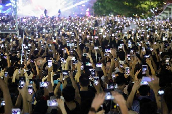Tác phẩm Sài Gòn đón năm mới của tác giả Trần Như Quỳnh đã đạt giải nhất thể loại Ảnh đơn.