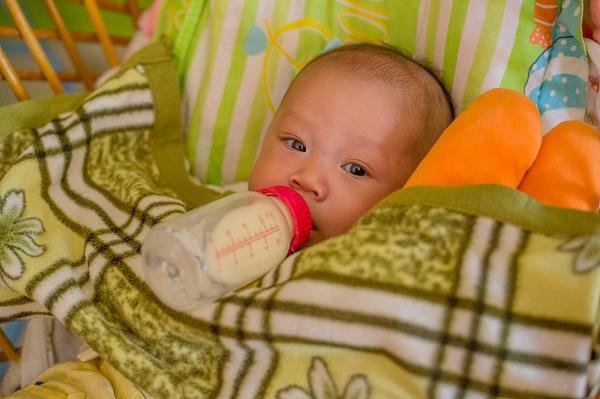 Những em bé trong mái ấm ăn ngoan, ngủ ngoan không cần ai cưng nựng.