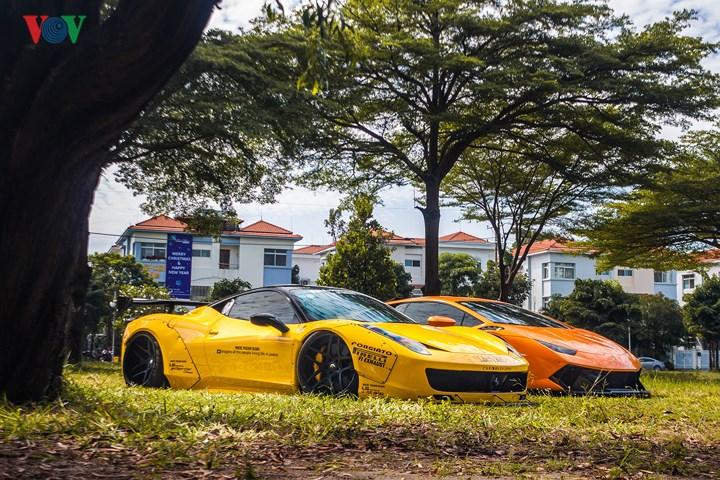 Cặp đôi xe độ độc nhất Việt Nam mới đây đã có dịp tái ngộ nhau tại một khu dân cư tại Q7, TP HCM.