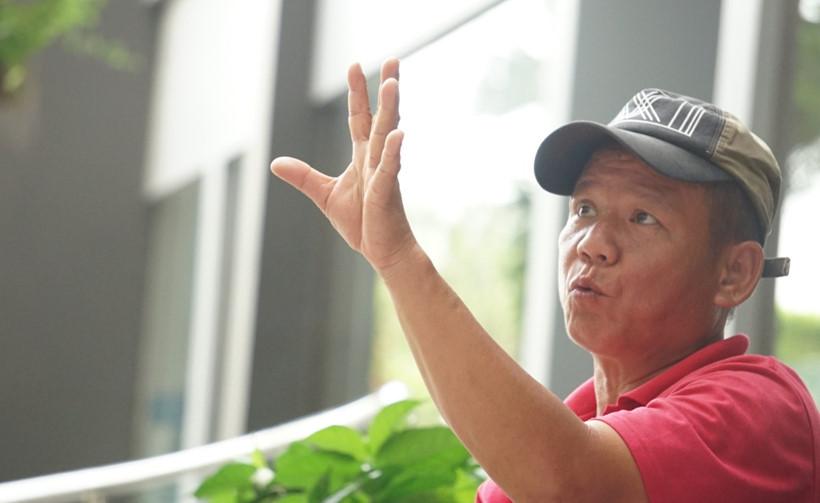 Ông Nguyễn Thanh Sơn (50 tuổi, ở đường Bạch Đằng, Q.Bình Thạnh, TP.HCM) chính là người đu dây già nhất Sài Gòn. Cả thanh xuân của ông, chỉ đu dây mưu sinh kiếm sống. Ông Sơn gặp nhiều sự cố, tai nạn, nhưng may mắn qua khỏ