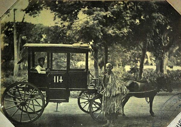 Xe ngựa trở thành phương tiện giao thông phổ biến ở Sài Gòn từ thế kỷ 19, khi người Pháp nhập những chiếc xe ngựa bốn bánh có mái che, thường gọi là Malabar để phục vụ nhu cầu đi lại. Ảnh tư liệu.