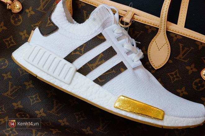 Phần logo adidas cũng được thay thế bằng da lấy từ Louis Vuitton Totes Bag