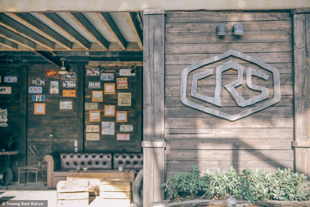 Toàn bộ khu vực Cafe Racer Shop được làm thủ công lên đến 90%