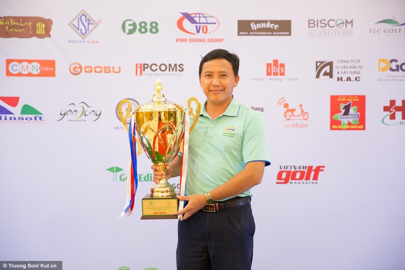 Anh Tạ Văn Cường đã đoạt cup Best Gross dành cho Golf thủ xuất sắc nhất giải