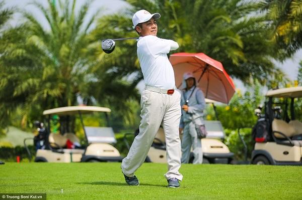 Giải đấu có trên 100 golf thủ tham gia, được chia thành các nhóm đánh (fly), mỗi fly gồm 4 người, đánh lần lượt các lỗ cho tới khi đủ 18 lỗ thì kết thúc trận đấu. Thời gian cho toàn bộ quá trình này có thể kéo dài từ 4 đến 6 tiếng, tùy vào trình độ người chơi.