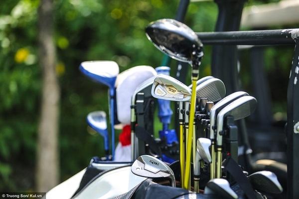 Chi phí mua sắm dụng cụ cao cũng là một trong những nguyên nhân khiến golf khó tiếp cận nhiều người chơi