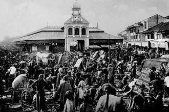 Chợ Lớn Cũ, khu chợ chính của Chợ Lớn trước khi chợ Bình Tây được xây dựng. Vị trí khu chợ này hiện tại là Bưu điện Chợ Lớn. Ảnh tư liệu.