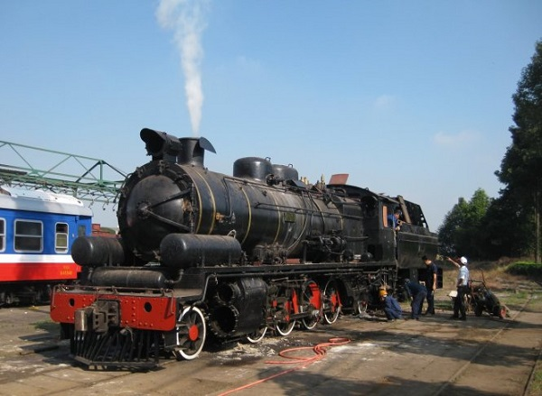Chiếc đầu máy hơi nước được Công ty xe lửa Dĩ An hồi phục - Ảnh: Trần Đình Hùng