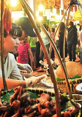 Qua 11 năm tổ chức, Liên hoan đã thu hút từ 300-500 ngàn lượt người tham dự mỗi năm, góp phần gắn kết nền văn hoá các nước lại gần nhau hơn bằng du lịch và ẩm thực - Ảnh: H.L