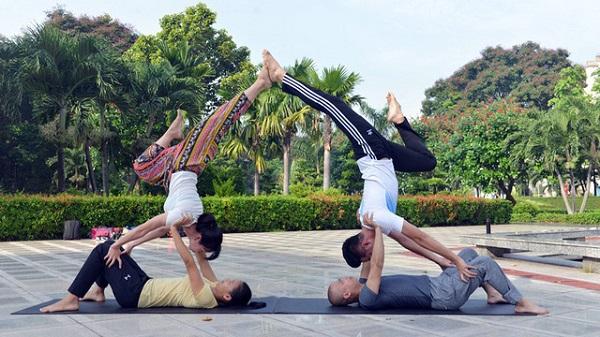 Những động tác vận động phù hợp cơ thể mỗi người mang đến sự sảng khoái, tươi tỉnh, khỏe mạnh - Ảnh: DUYÊN PHAN