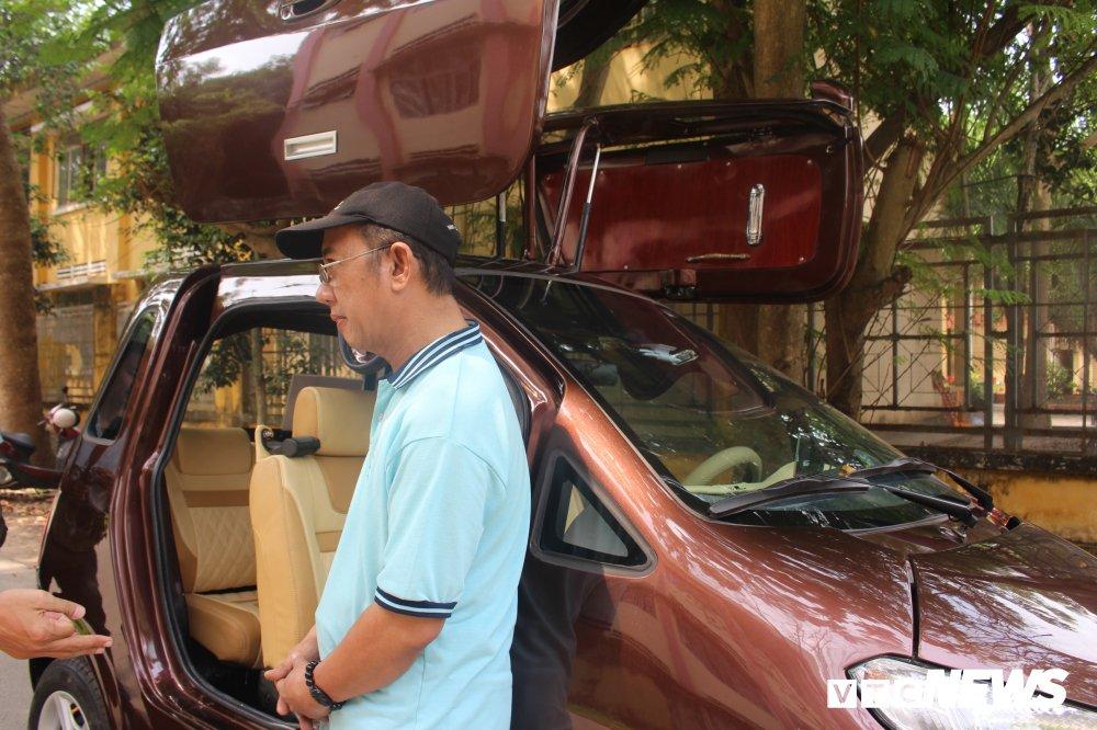 Chiếc xe có thiết kế nhỏ gọn với chiều dài tổng thể là 3m, cao 1,62 m, chiều rộng 1,4 m và có 4 chỗ ngồi.