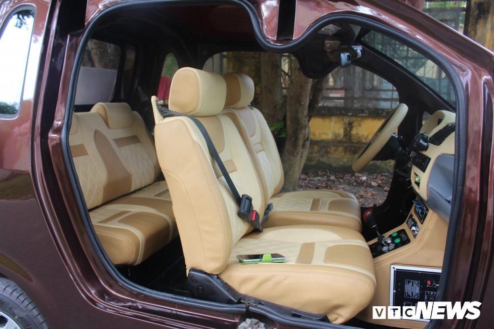 Chiếc xe cũng được trang bị đầy đủ các tính năng kỹ thuật như một ô tô và lắp cả máy điều hòa