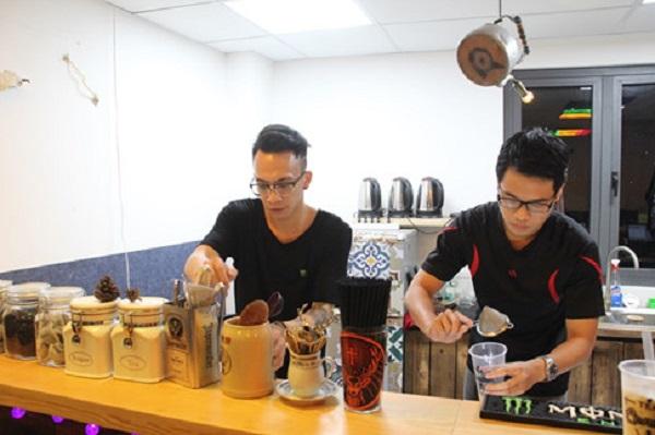 """Ngoài tên gốc, quán còn được biết đến với tên gọi khá độc đáo """"trà sữa hải sản"""""""