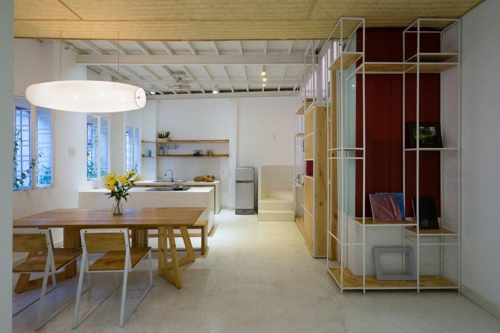 Phần lớn thiết kế của ngôi nhà được thiết kế đơn giản nhưng không kém phần sang trọng và tràn ngập bầu không khí ấm cúng.