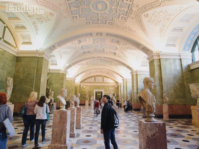 Trong khi đó đi bảo tàng thì giá khoảng 200.000 đồng/lượt.
