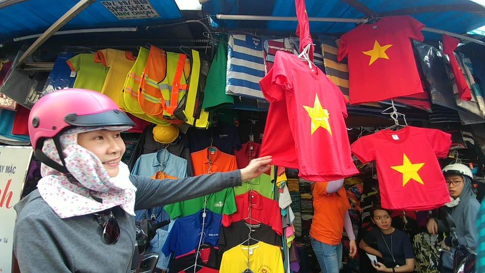 """""""Vào chung kết giải đấu của Châu Á là một thành công rất lớn của tuyển U23 Việt Nam. Tôi và người hâm mộ mong đội tuyển đánh bại đối thủ trong trận chung kết""""- chị Vỹ (quận 11) chia sẻ."""