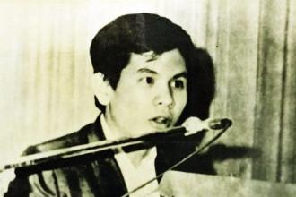 Giải mật cái chết của Nguyễn Thái Bình: Mở kho mật của Sài Gòn - Ảnh 1. Nguyễn Thái Bình nói chuyện phản đối chiến tranh Việt Nam ở Mỹ - Ảnh tư liệu gia đình