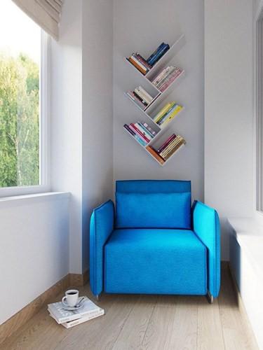 Những chiếc ghế được kê gần những khung cửa kính lớn, để tận dụng nguồn ánh sáng tự nhiên để đọc sách hoặc nghỉ ngơi.